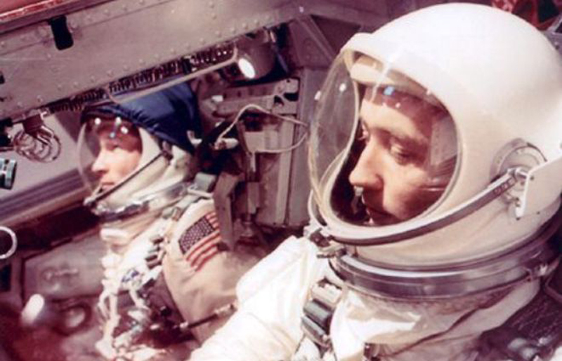 Gemini-4-Astronaut-James-McDivitt-sighting-of-cylindrical-object-in-space.jpg